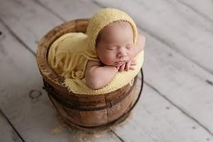 Foceni miminka v rekvizite newborn atelier