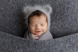 Foceni miminek v newborn atelieru Praha