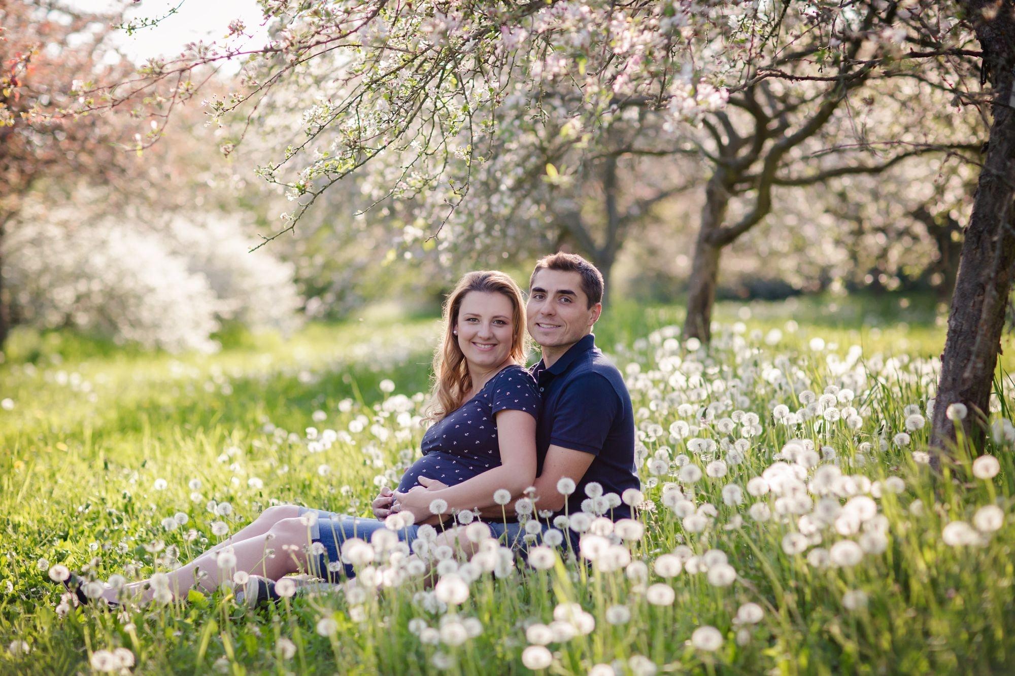 Tehotenske foceni Praha, foceni tehulek v Dendrologicke zahrade, tehotenske foto