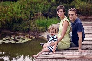 Foceni deti v exterieru, molo u jezirka, Dendrologicka zahrada Pruhonice
