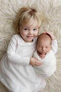 Foceni miminka se sourozencem