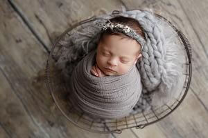 Foceni miminek v rekvizite newborn atelier