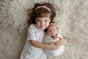 Foceni miminek se starsim sourozencem newborn atelier