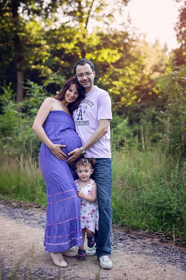 tehotenske-foceni-v-prirode-veronika-s-rodinou